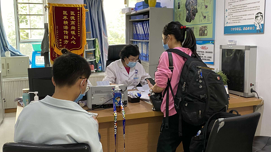 """四川省癫痫病康复基金""""精准扶贫""""公益援助"""